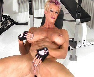 mature female bodybuilder masturbation