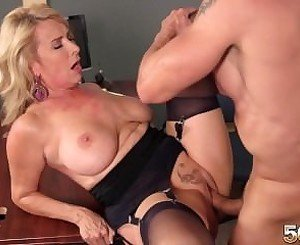 [50PlusMilfs] Laura Layne [Hot wife eats cum]