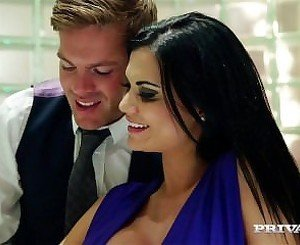Big Tit Brunette Jasmine Jae Uses Sex Toys To Cum
