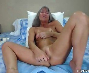 Squirting horny mature MILF Leilani Lei with small tits