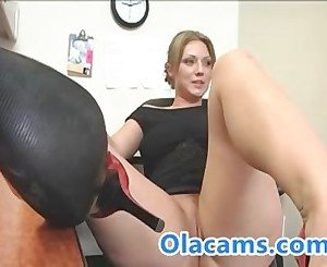 Big-ass milf on webcam