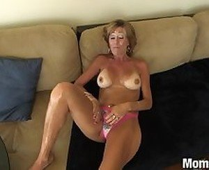 44 year old Cougar gets Facial