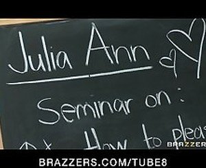 Blonde BIG TIT MILF Pornstar Julia Ann teaches seminar on fucking