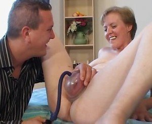 Pumping & fucking mature pussy