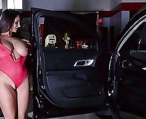 Big-tit blonde is getting impaled hard by a horny as fuck driver